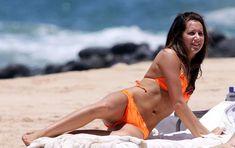 Секси Эшли Тисдейл в оранжевом бикини на Гавайях фото #7