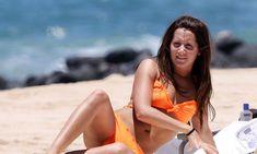 Секси Эшли Тисдейл в оранжевом бикини на Гавайях фото #8