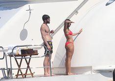 Красотка Нина Добрев развлекается на яхте в Сан-Тропе фото #3
