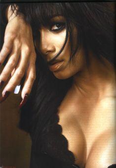 Страстная Николь Шерзингер в журнале FHM фото #2