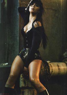 Страстная Николь Шерзингер в журнале FHM фото #5