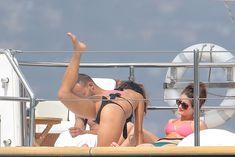 Николь Шерзингер в черном бикини на яхте фото #1