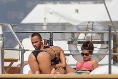 Николь Шерзингер в черном бикини на яхте фото #8