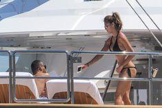 Николь Шерзингер в черном бикини на яхте фото #13