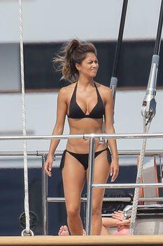 Николь Шерзингер в черном бикини на яхте фото #16