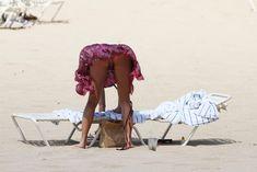 Соблазнительная Николь Шерзингер загорает на пляже в Гонолулу фото #4