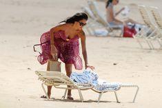 Соблазнительная Николь Шерзингер загорает на пляже в Гонолулу фото #5