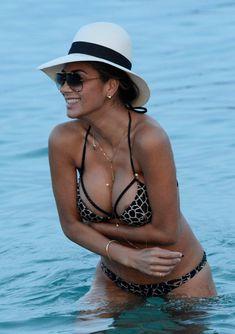 Голый сосок Николь Шерзингер на пляже в Миконосе фото #8