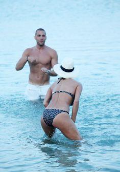Голый сосок Николь Шерзингер на пляже в Миконосе фото #12