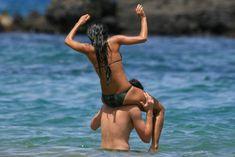 Сексуальная Николь Шерзингер на пляже в Гавайях фото #17
