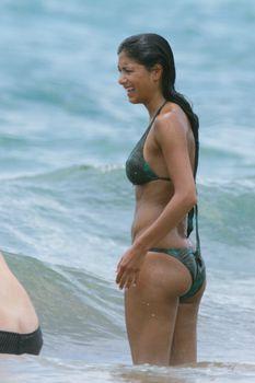 Сексуальная Николь Шерзингер на пляже в Гавайях фото #27