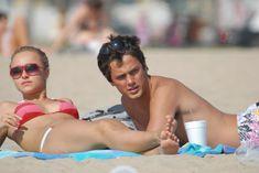 Хайден Панеттьери отдыхает на пляже фото #12