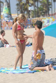 Хайден Панеттьери отдыхает на пляже фото #13