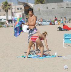 Хайден Панеттьери отдыхает на пляже фото #15