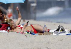 Хайден Панеттьери в красном бикини на пляже Малибу фото #36