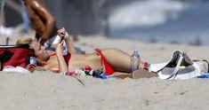 Хайден Панеттьери в красном бикини на пляже Малибу фото #37