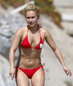 Хайден Панеттьери в красном бикини на пляже Малибу фото #41