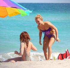 Фигура Хайден Панеттьери в бикини на пляже в Майами фото #15