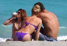 Фигура Хайден Панеттьери в бикини на пляже в Майами фото #16