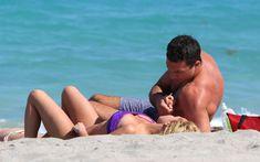 Фигура Хайден Панеттьери в бикини на пляже в Майами фото #17