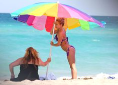 Фигура Хайден Панеттьери в бикини на пляже в Майами фото #20