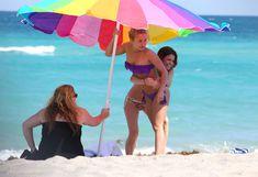 Фигура Хайден Панеттьери в бикини на пляже в Майами фото #22
