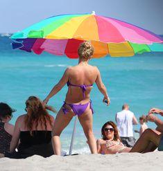 Фигура Хайден Панеттьери в бикини на пляже в Майами фото #23