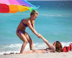 Фигура Хайден Панеттьери в бикини на пляже в Майами фото #24