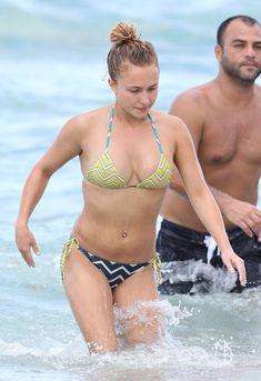 Сексуальное тело Хайден Панеттьери в бикини на пляже Майами фото #1