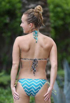 Сексуальное тело Хайден Панеттьери в бикини на пляже Майами фото #33