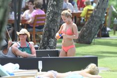 Хайден Панеттьери в розовом бикини на пляже в Гавайях фото #3