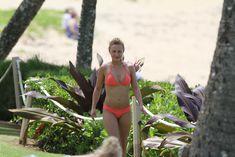 Хайден Панеттьери в розовом бикини на пляже в Гавайях фото #6