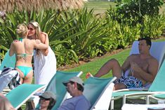 Попка Хайден Панеттьери на пляже в Гавайях фото #1