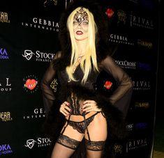 Развратная вампирша АннаЛинн МакКорд на Хэллоуин фото #2