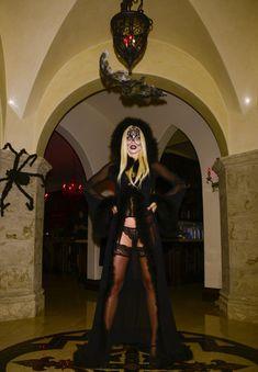 Развратная вампирша АннаЛинн МакКорд на Хэллоуин фото #5
