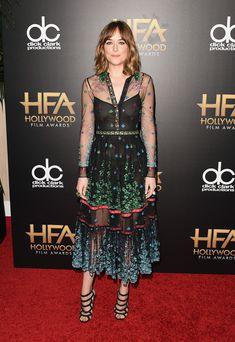 Дакота Джонсон засветила соски на премии Hollywood Film фото #2