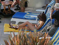 Кристен Белл снимается в бикини для сериала «Герои» фото #15