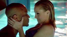 Секс кадры с Кристен Белл в сериале «Обитель лжи» фото #10