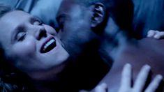 Секс кадры с Кристен Белл в сериале «Обитель лжи» фото #14
