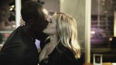 Секс кадры с Кристен Белл в сериале «Обитель лжи» фото #17