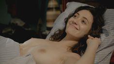 Голая Эмми Россам в сериале «Бесстыжие» фото #49