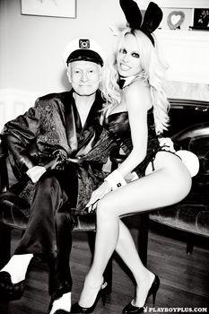 Памела Андерсон разделась для последнего обнаженного выпуска Playboy фото #7