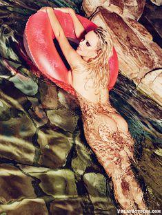 Памела Андерсон разделась для последнего обнаженного выпуска Playboy фото #8