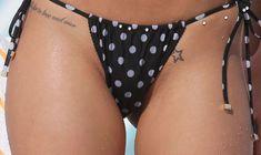 Возбуждающая Рита Ора в бикини на пляже Майами фото #53
