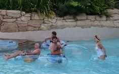 Соблазнительная Рита Ора возле бассейна фото #16
