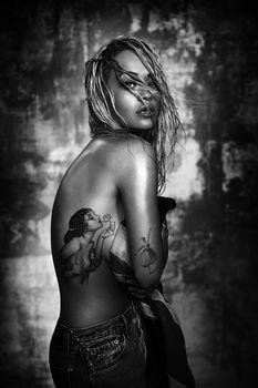Рита Ора в откровенной фотосессии «Body On Me» фото #1