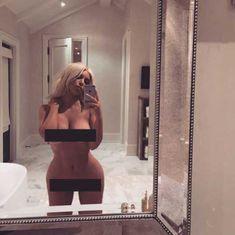 Откровенное селфи Ким Кардашьян после родов в Instagram без цензуры фото #1