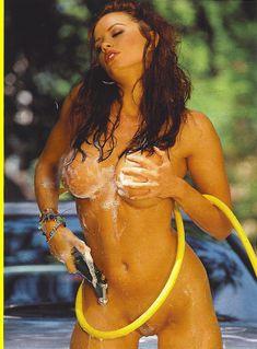 Полностью голая Кэндис Мишель моет себя в журнале Playboy Girls of Summer фото #3