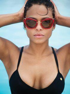 Аппетитная красотка Кристина Милиан позирует в купальнике для FHM фото #5