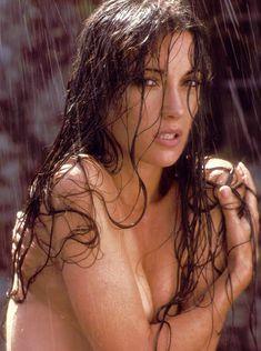 Эротичная Джейн Сеймур в шикарном наряде для журнала Playboy фото #1